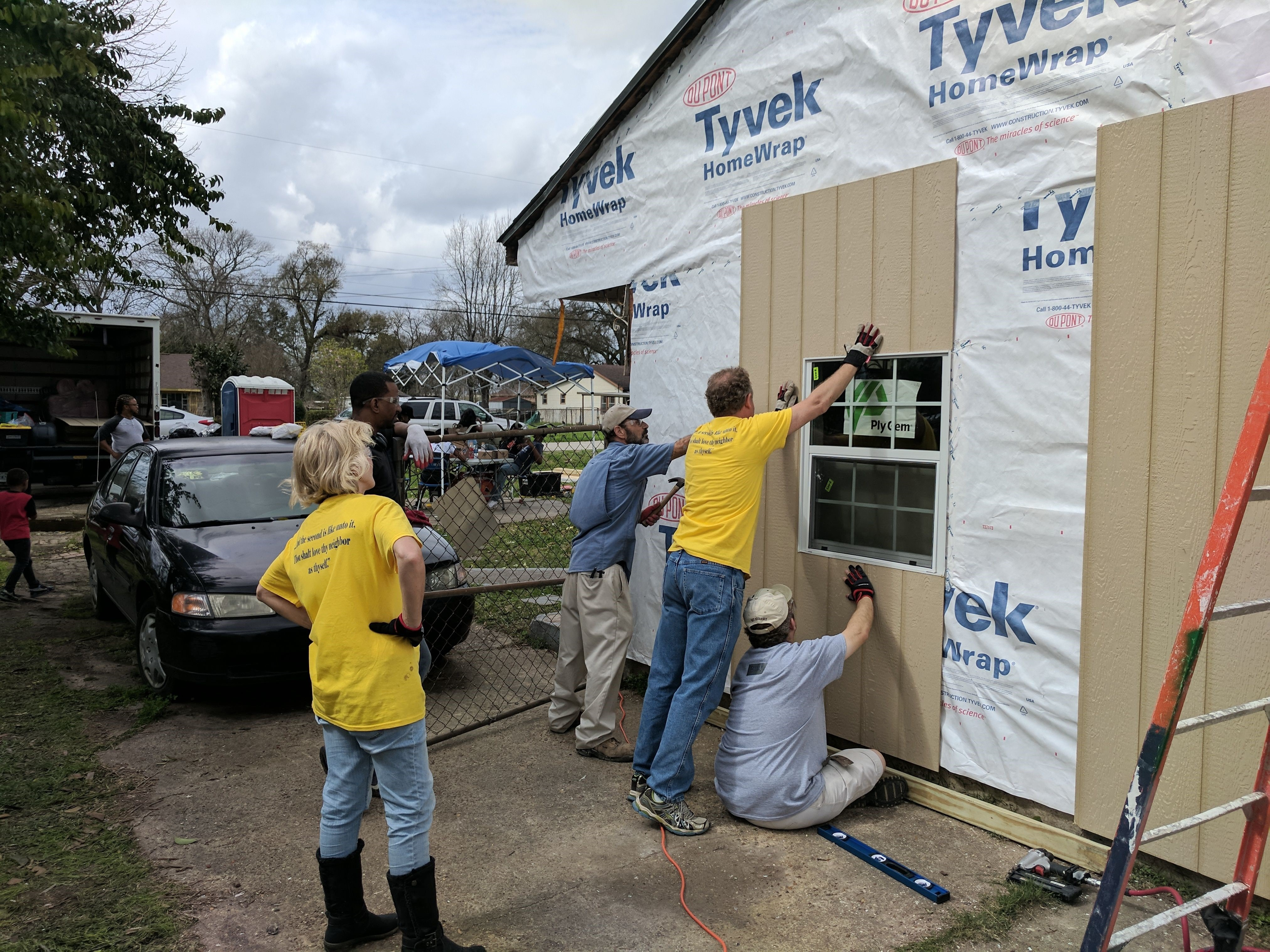 Sister Diane Sellers and Elder Kory Sellers participate in a Habitat For Humanities project. The Sellers were called to a member-leader support mission in Houston, Texas.