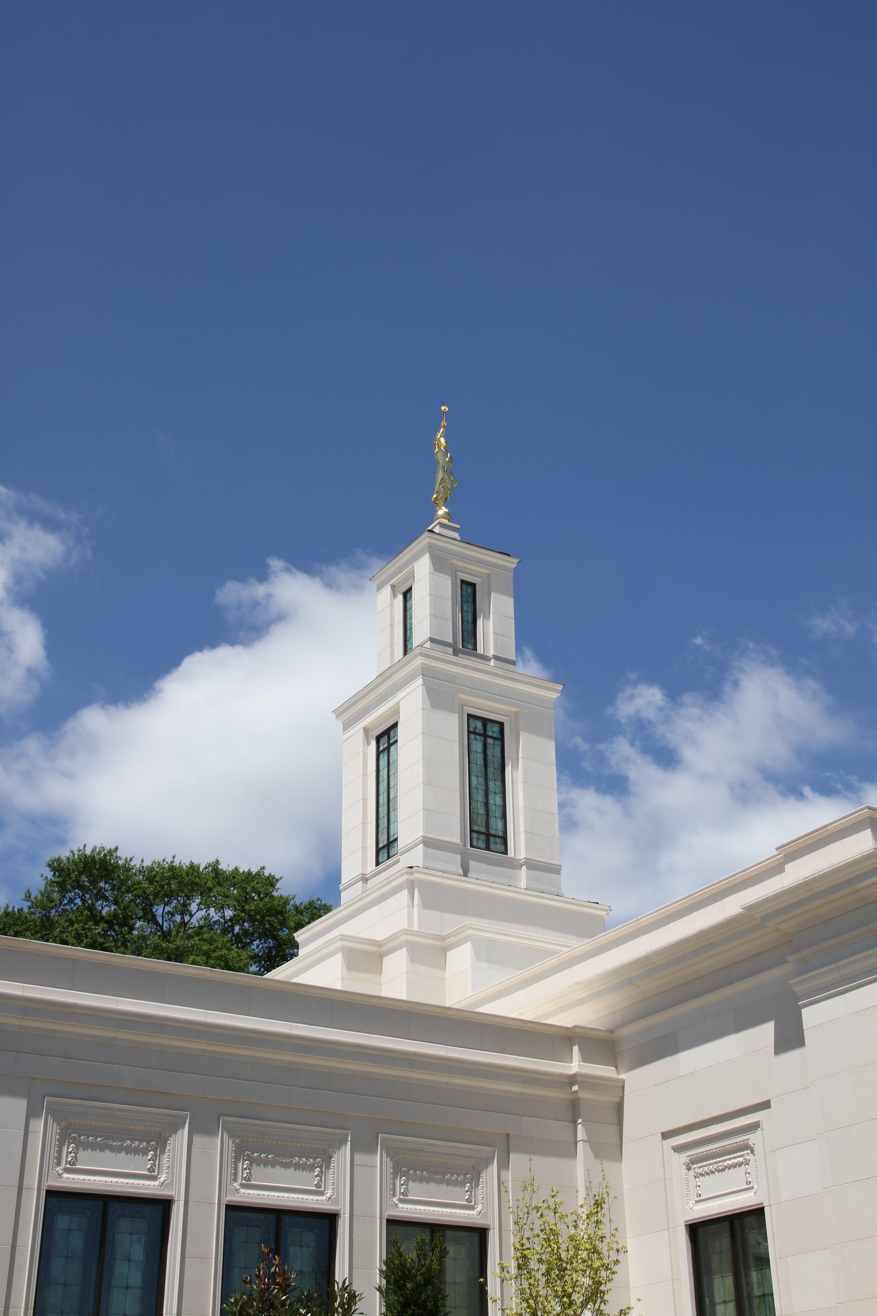 The Memphis Tennessee Temple on May 5, 2019, after it was rededicated by Elder Jeffrey R. Holland.