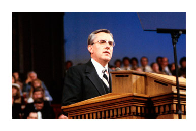 Elder Ballard speaks from the pulpit of the Salt Lake Tabernacle at the October 1978 general conference.