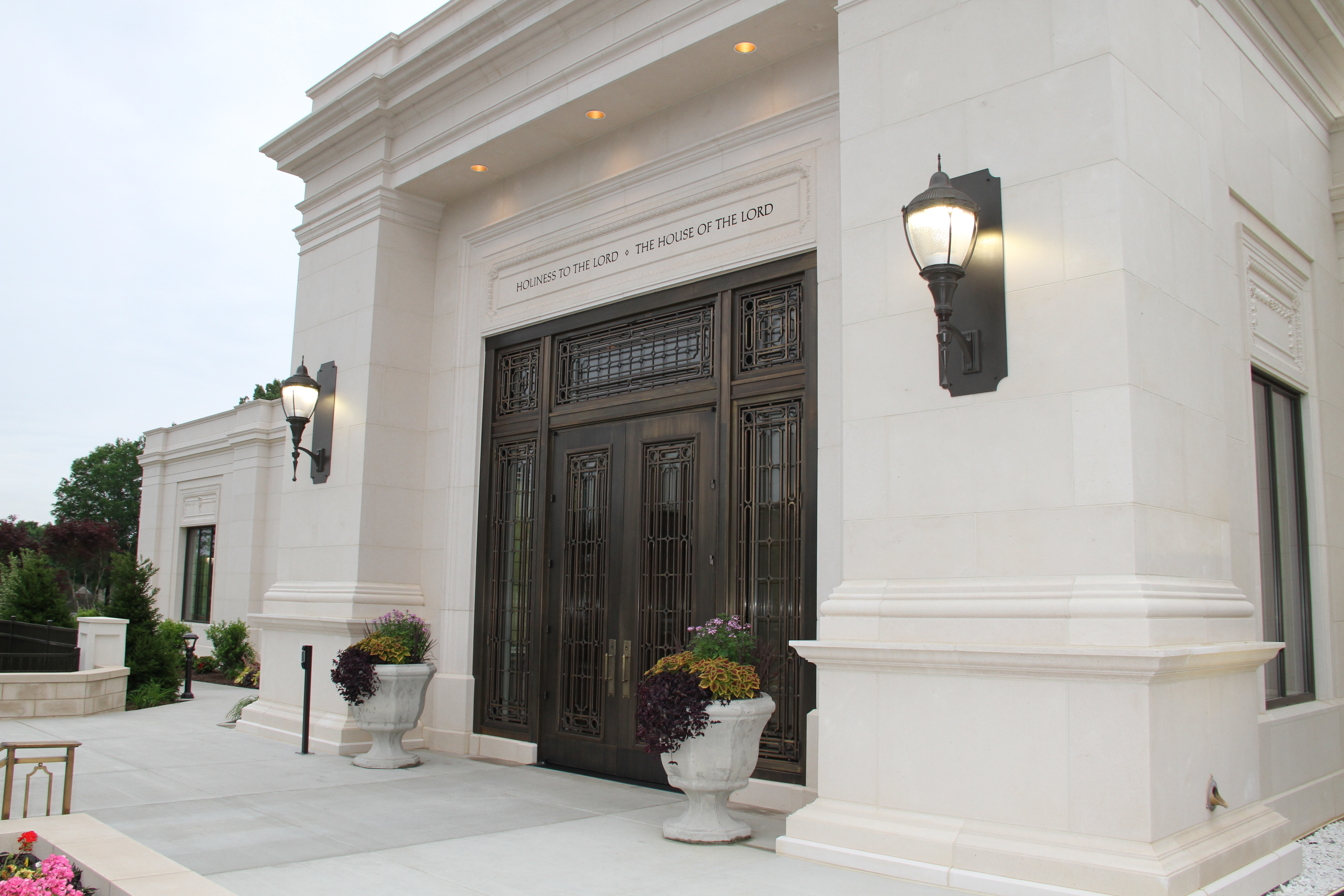 The entrance of the Memphis Tennessee Temple prior to its rededication on May 3, 2019.