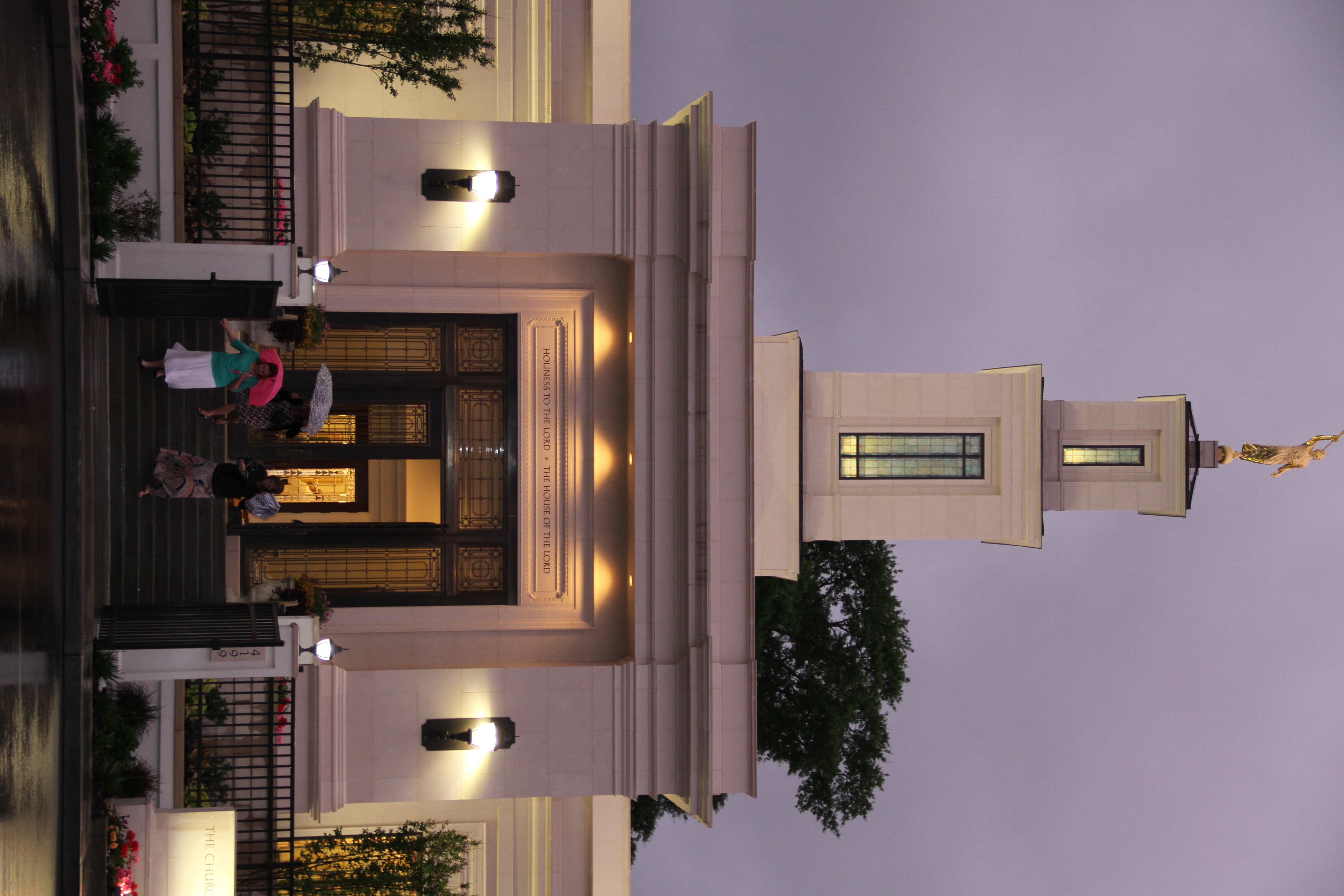 Visitors leave the Memphis Tennessee Temple under rainy skies on May 4, 2019.