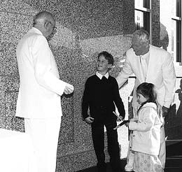 President Hinckley shares cornerstone ceremony moment with Thomas Hooper, a counselor in the Adelaide temple presidency, and children.