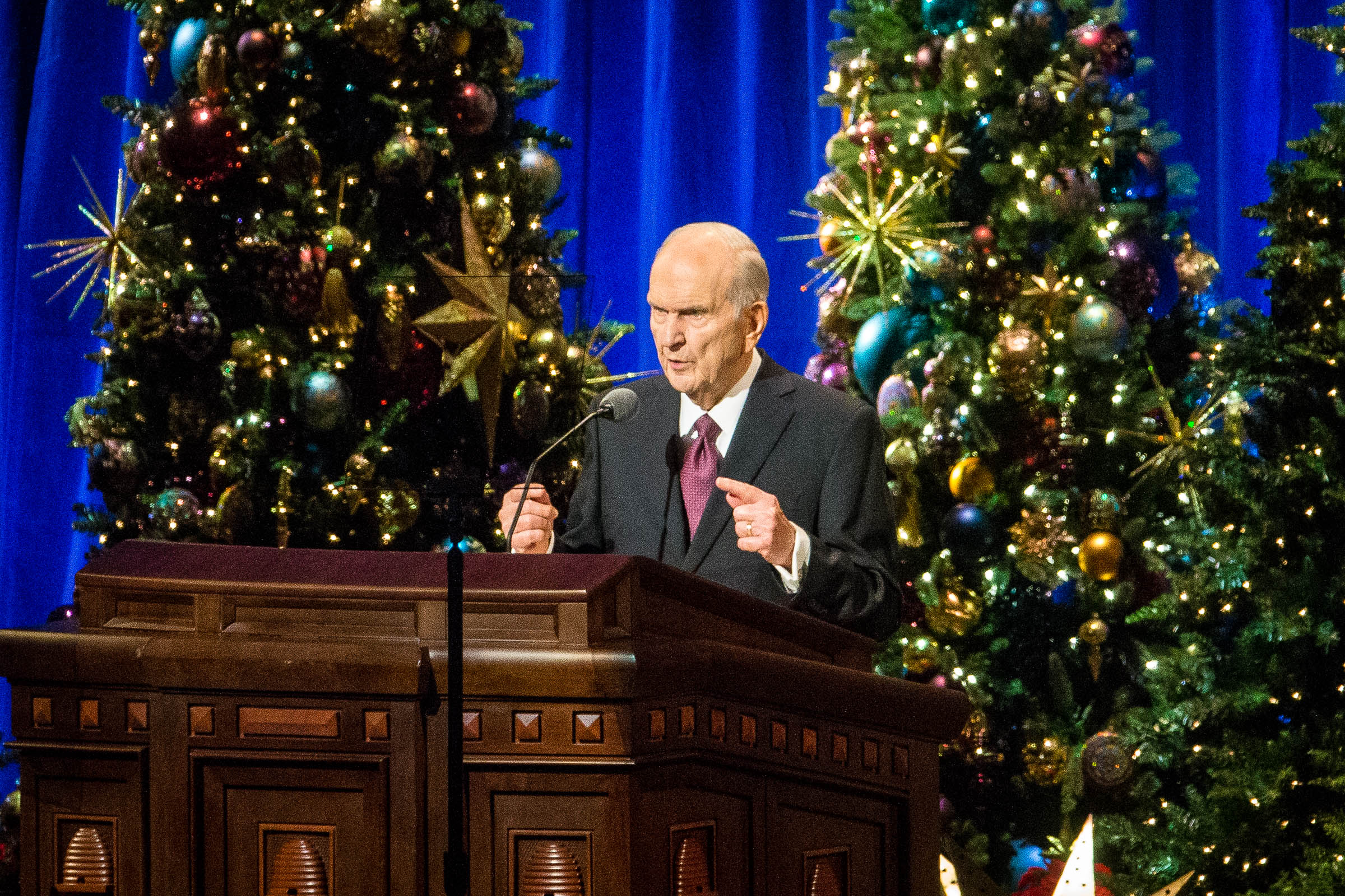 Jesus Christmas Pic.At Christmas Devotional President Nelson Addresses 4 Gifts