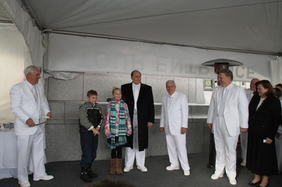 President Thomas S. Monson invites children to participate in the dedication of the Calgary Alberta Temple on Sunday, Oct. 28. On his right are Elder M. Russell Ballard of the Quorum of the Twelve, Elder Craig C. Christensen of the Presidency of the Seventy and his wife, Debbie; at far left is Elder William R. Walker of the Seventy and executive director of the Temple Department.