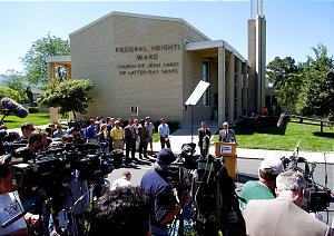 Media crews from Salt Lake City and across the country cover a press conference where Salt Lake Police Chief Rick Dinse talks about the progress in the Elizabeth Smart case, Tuesday, June 11, 2002. photo by Jeremy Harmon (Submission date: 06/11/2002)
