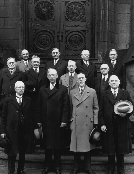 The Quorum of the Twelve Apostles with Joseph Fielding Smith as a member, second row, third from left.