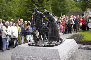 "More than 200 people attend unveiling ceremony in Norway of ""Handcart Pioneers,"" a casting from original 1926 version by Torleif S. Knaphus."