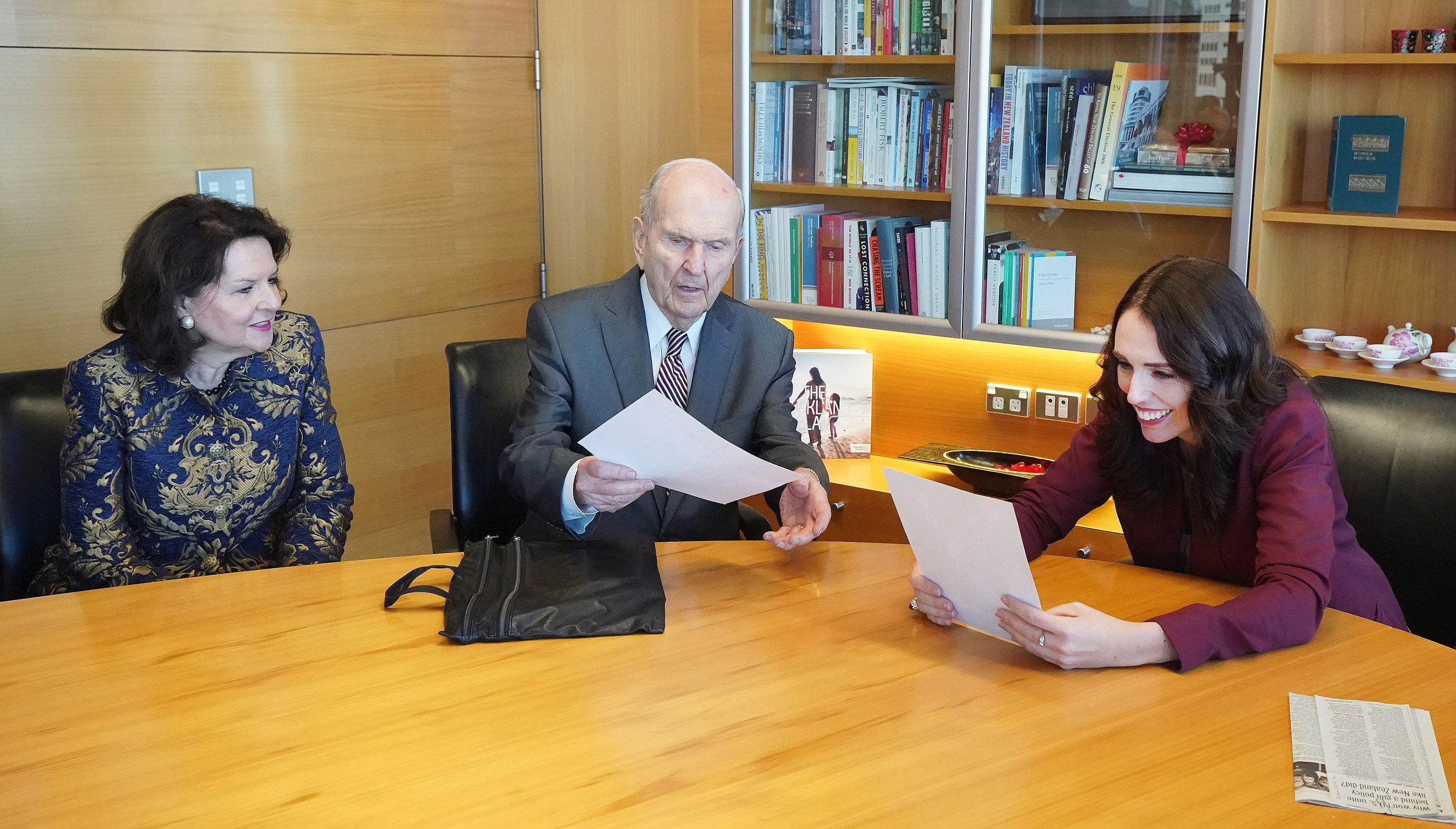 President Russell M. Nelson of The Church of Jesus Christ of Latter-day Saints and his wife, Sister Wendy Nelson, give photos of the First Presidency and Quorum of the Twelve Apostles to New Zealand Prime Minister Jacinda Ardern in Wellington, New Zealand, on Monday, May 19, 2019.