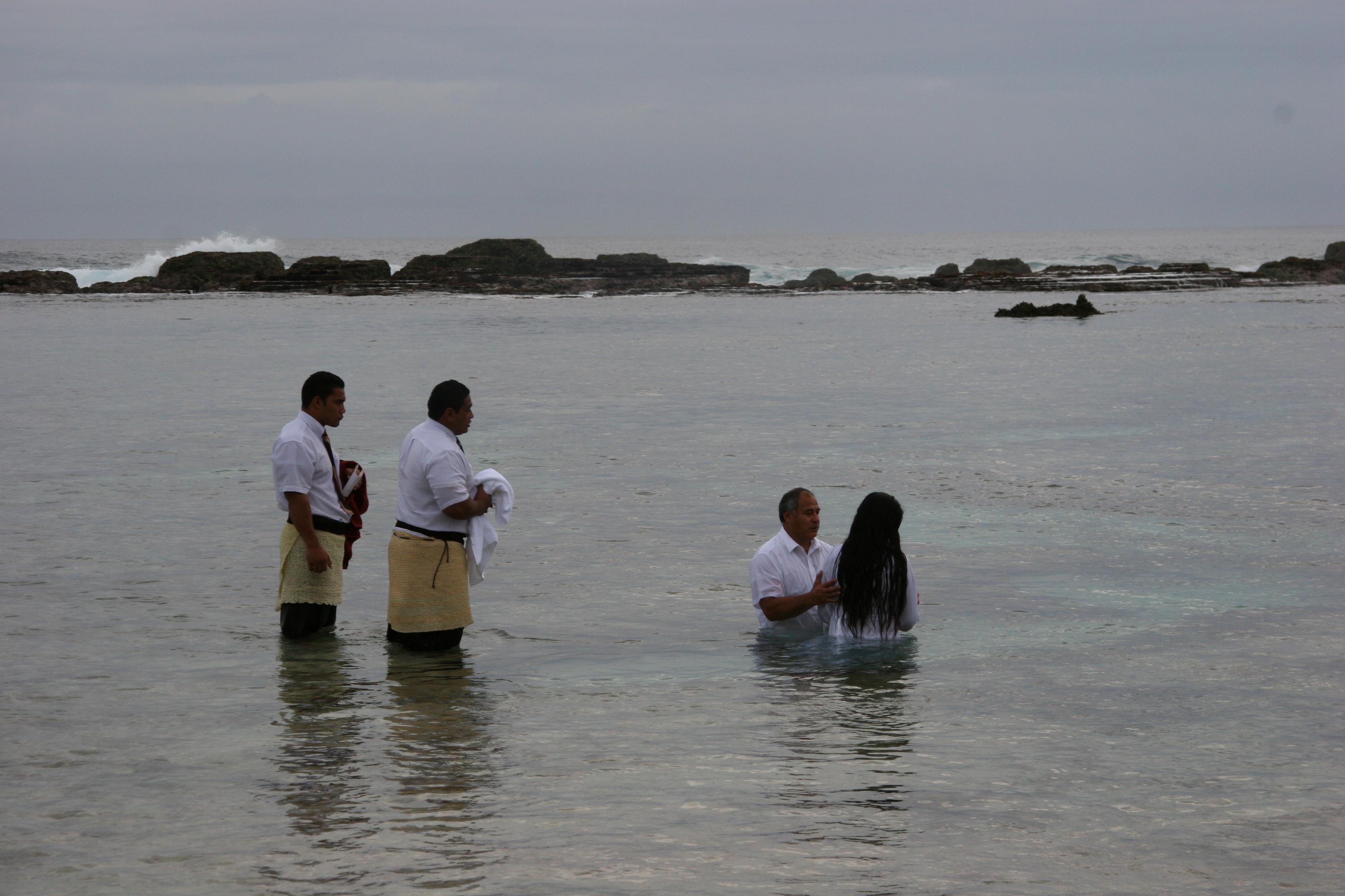 Members in Nuku'alofa Tonga prepare for a baptism in November 2007.