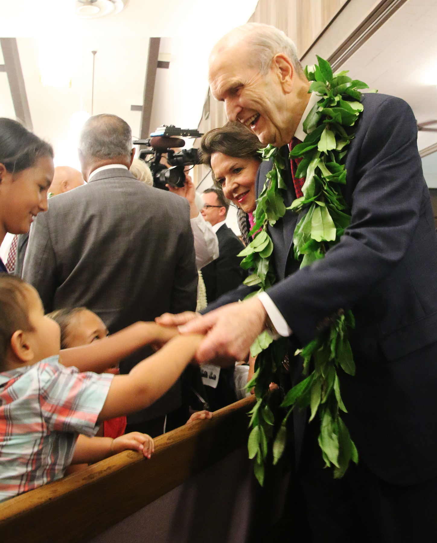 President Russell M. Nelson and Sister Wendy Nelson greet children in the congregation following the May 16, 2019, Pacific Tour devotional in the Kona Hawaii Stake Center.