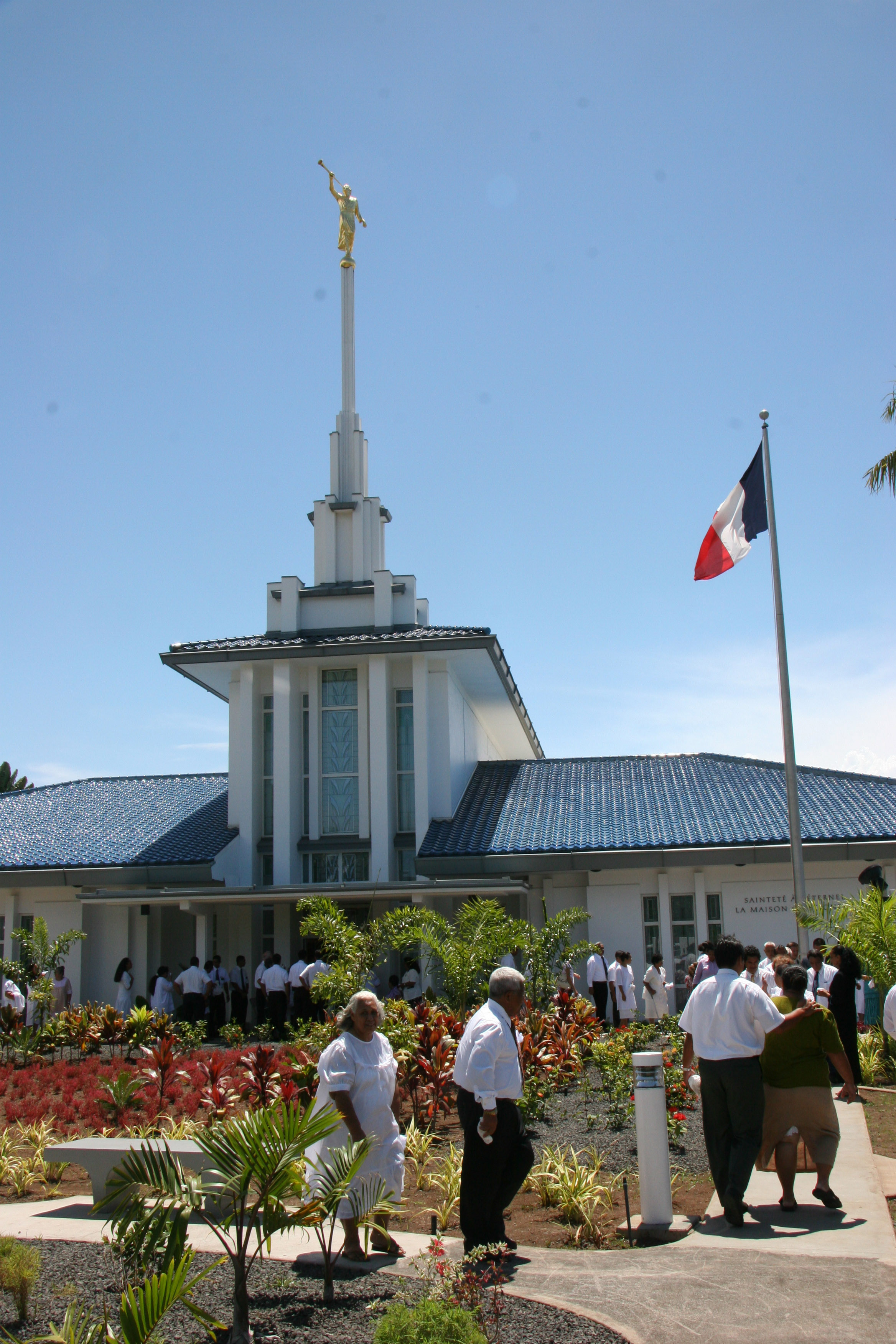 Church members in Tahiti gather on temple grounds Sunday, Nov. 12, 2006, for the rededication of the Papeete Tahiti Temple.
