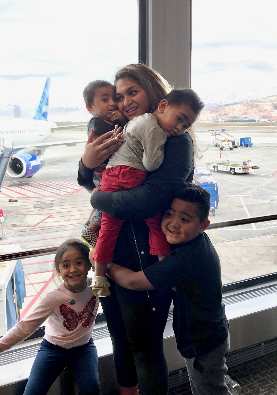 Alayna Finau travel with her four children to meet her husband, Tony Finau, for a tournament.