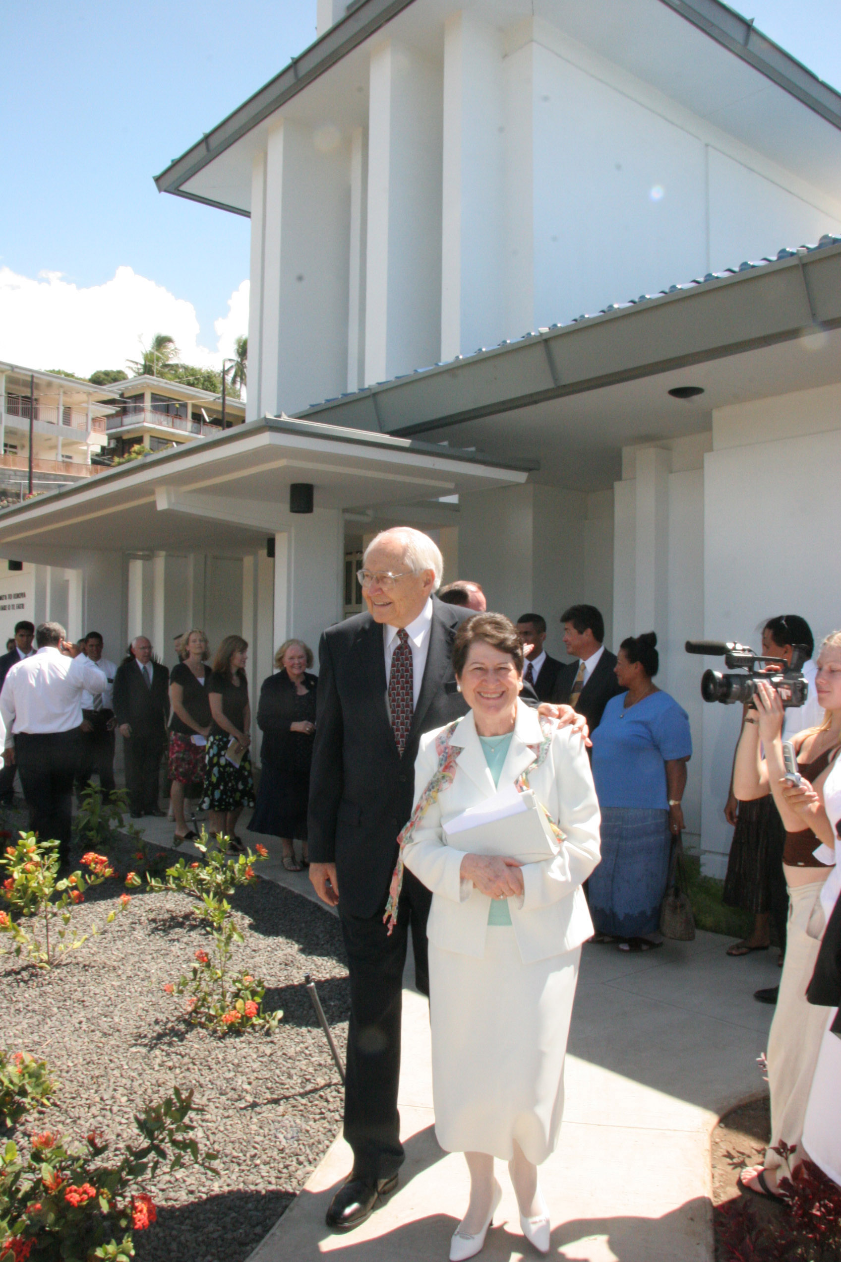 Elder L. Tom Perry, with wife, Sister Barbara Perry, leave Papeete Tahiti Temple grounds after rededicating the Papeete Tahiti Temple on Sunday, Nov. 12, 2006.