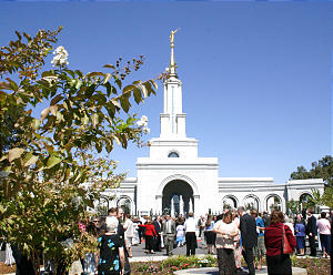 More than 21,000 members from northern California attended the dedicatory services of the Sacramento California Temple Sept. 3 by President Gordon B. Hinckley. It is the 95th temple dedication or rededication performed by President Hinckley, who also addressed a member meeting.