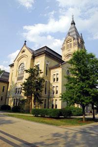 Washington Hall on Notre Dame campus.