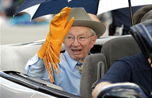 President Gordon B. Hinckley waves to the crowd during the Days of '47 parade Saturday, July 23, 2005. Photo by Jason Olson (Submission date: 07/25/2005)