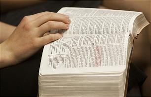 Lauren Marlar, from the Elm Creek Ward in West Jordan, Utah, reads her scriptures in class on Sunday, Dec. 16.
