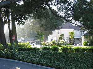 Home for president of the California Oakland Mission is just north across the street from the Oakland temple grounds. Also in the area are mission offices and a distribution center.