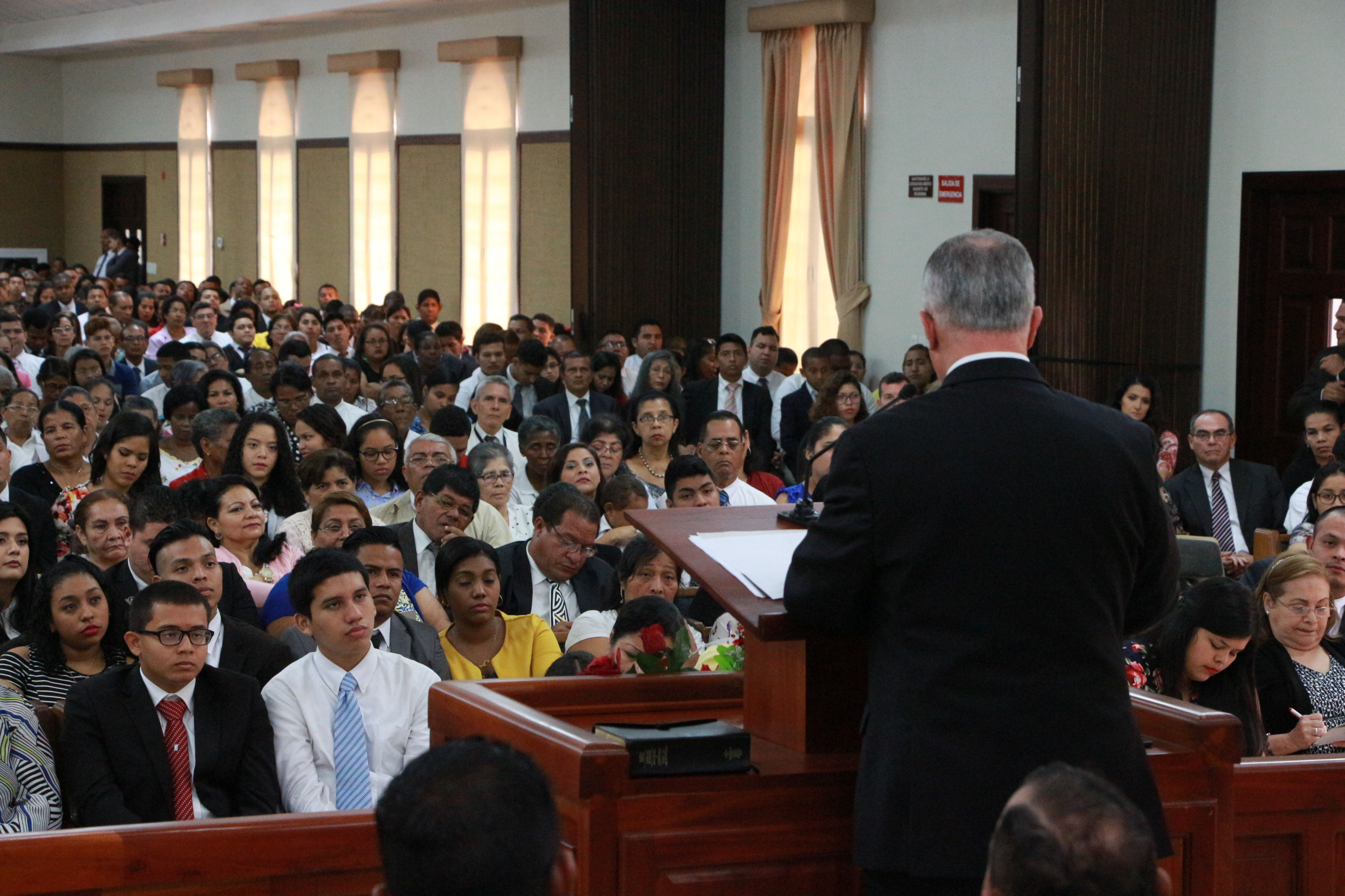 Elder Ulisses Soares of the Quorum of the Twelve Apostles speaks to members in Panama.