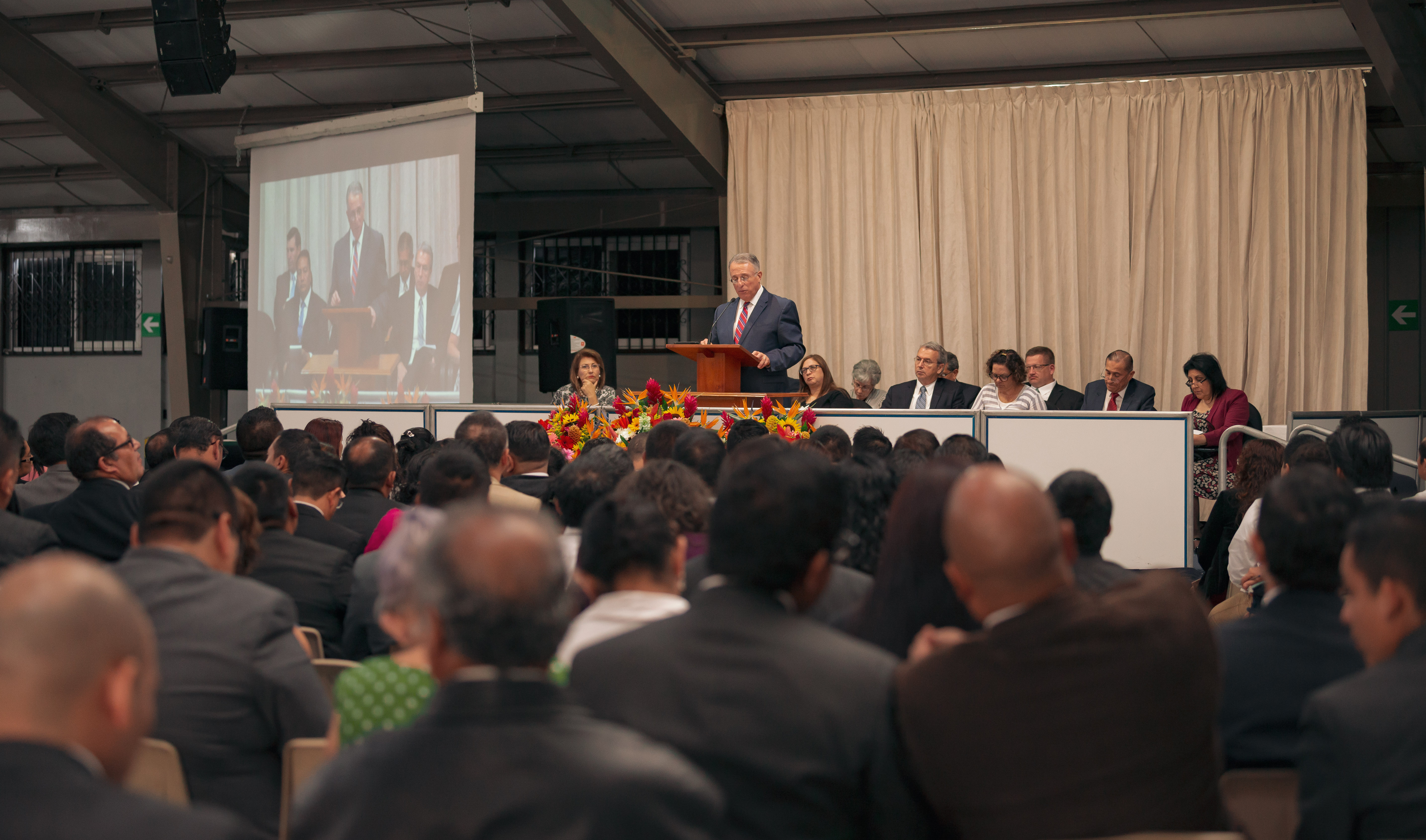 Elder Ulisses Soares of the Quorum of the Twelve Apostles addresses local Church leaders in Guatemala.
