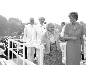 Sister Marjorie P. Hinckley, center, with a daughter, Kathleen H. Barnes (now Walker), at the dedication of the Accra Ghana Temple on Jan. 11, 2004, followed by President Gordon B. Hinckley and then-Elder Russell M. Nelson. Sister Hinckley missed April 2004 general conference due to illness and passed away two days later.