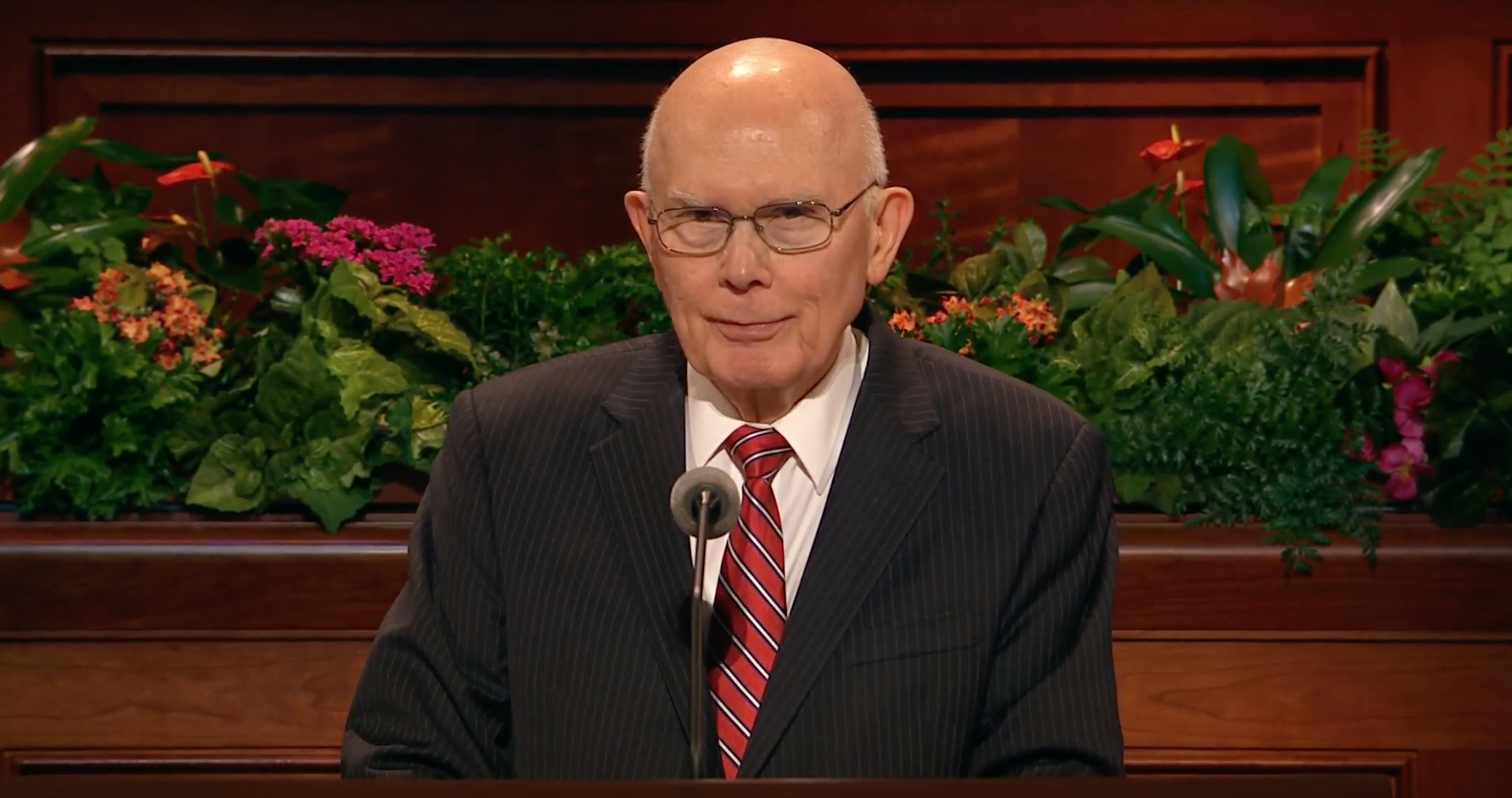 President Dallin H. Oaks delivers an address during the October 2018 general women's session.