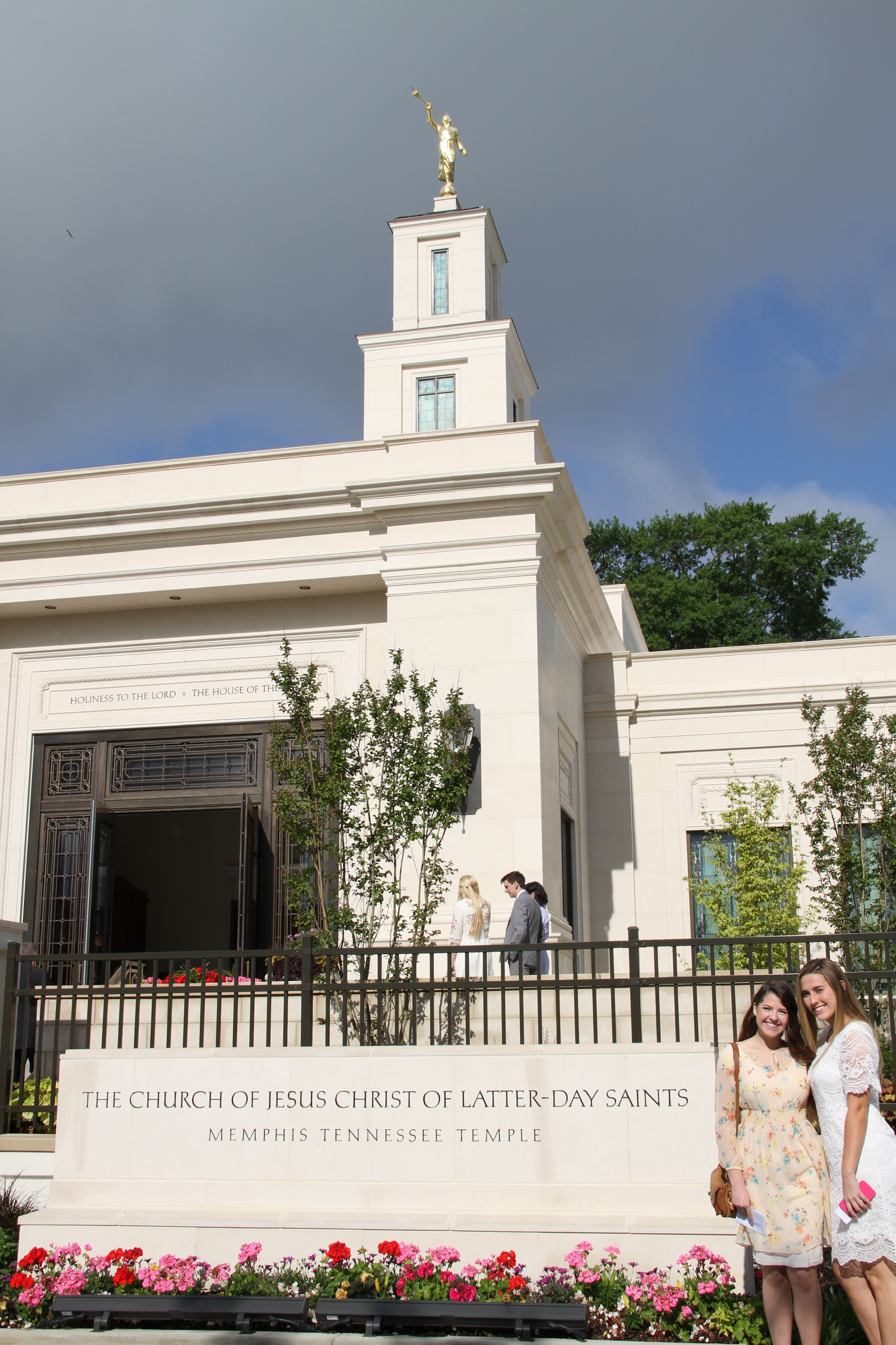Members pose in front of the Memphis Tennessee Temple prior to the rededication on May 5, 2019.