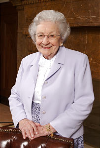Marjorie Hinckley poses prior to media interview Mar 13th, 2003. Allred/photo (Submission date: 03/18/2003)