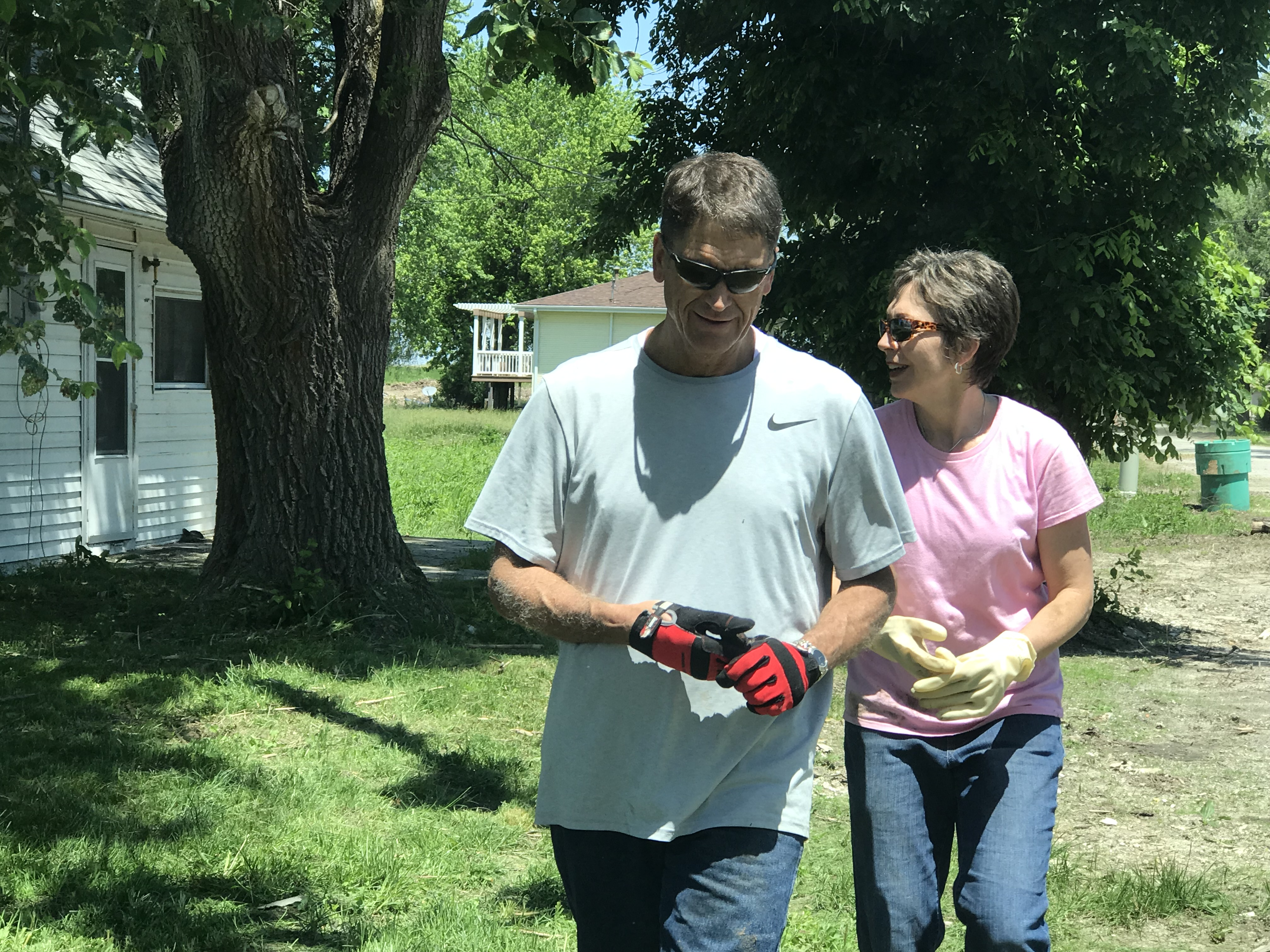 Elder Carl B. Cook and his wife, Sister Lynette Cook, join the youth on June 10, 2019, to clean up yards in Pacific Junction, Iowa.