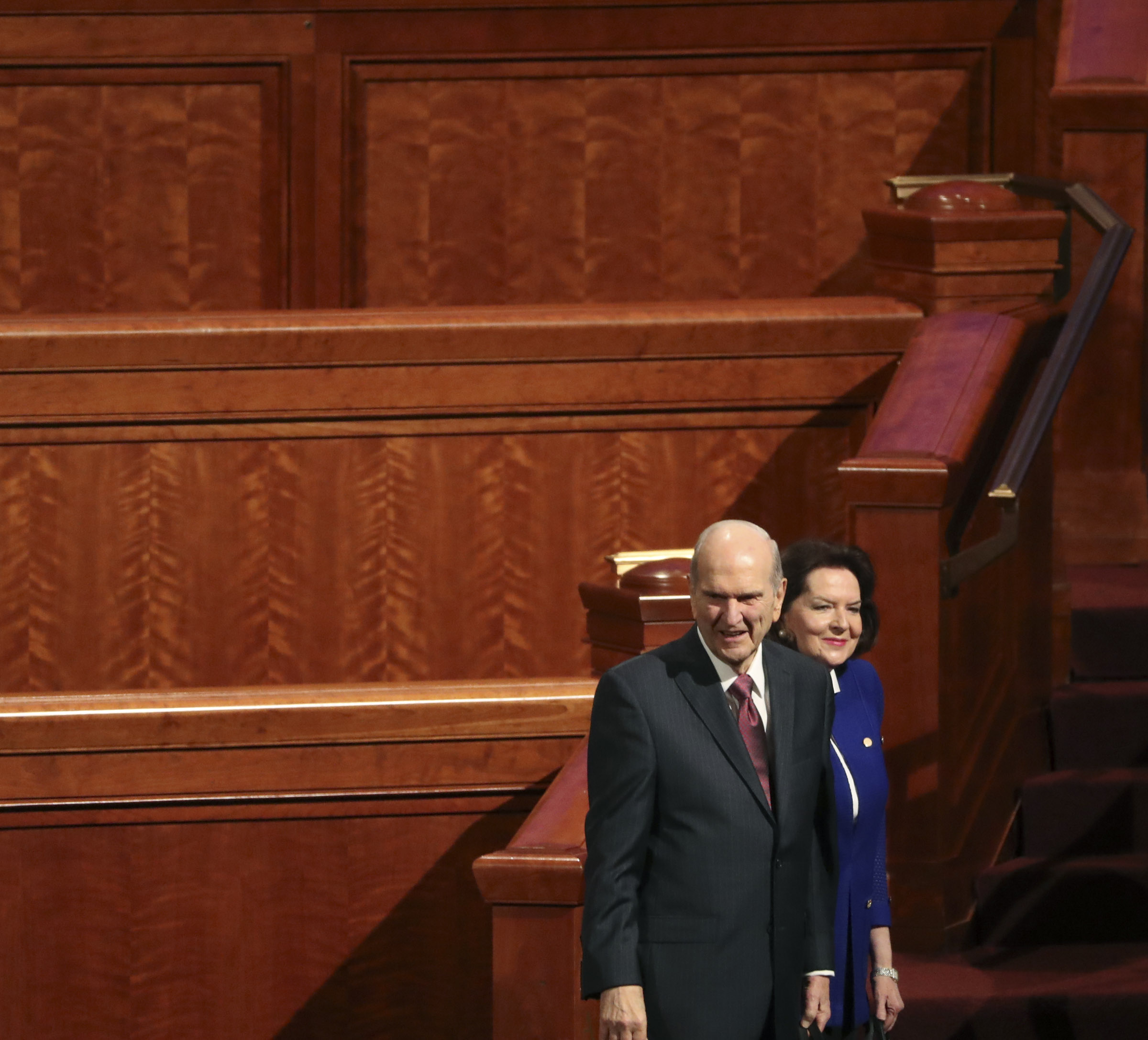 President Russell M. Nelson and his wife, Sister Wendy Watson Nelson, look back at the audience as they leave the Conference Center following the morning session of general conference in Salt Lake City on Saturday, April 6, 2019.
