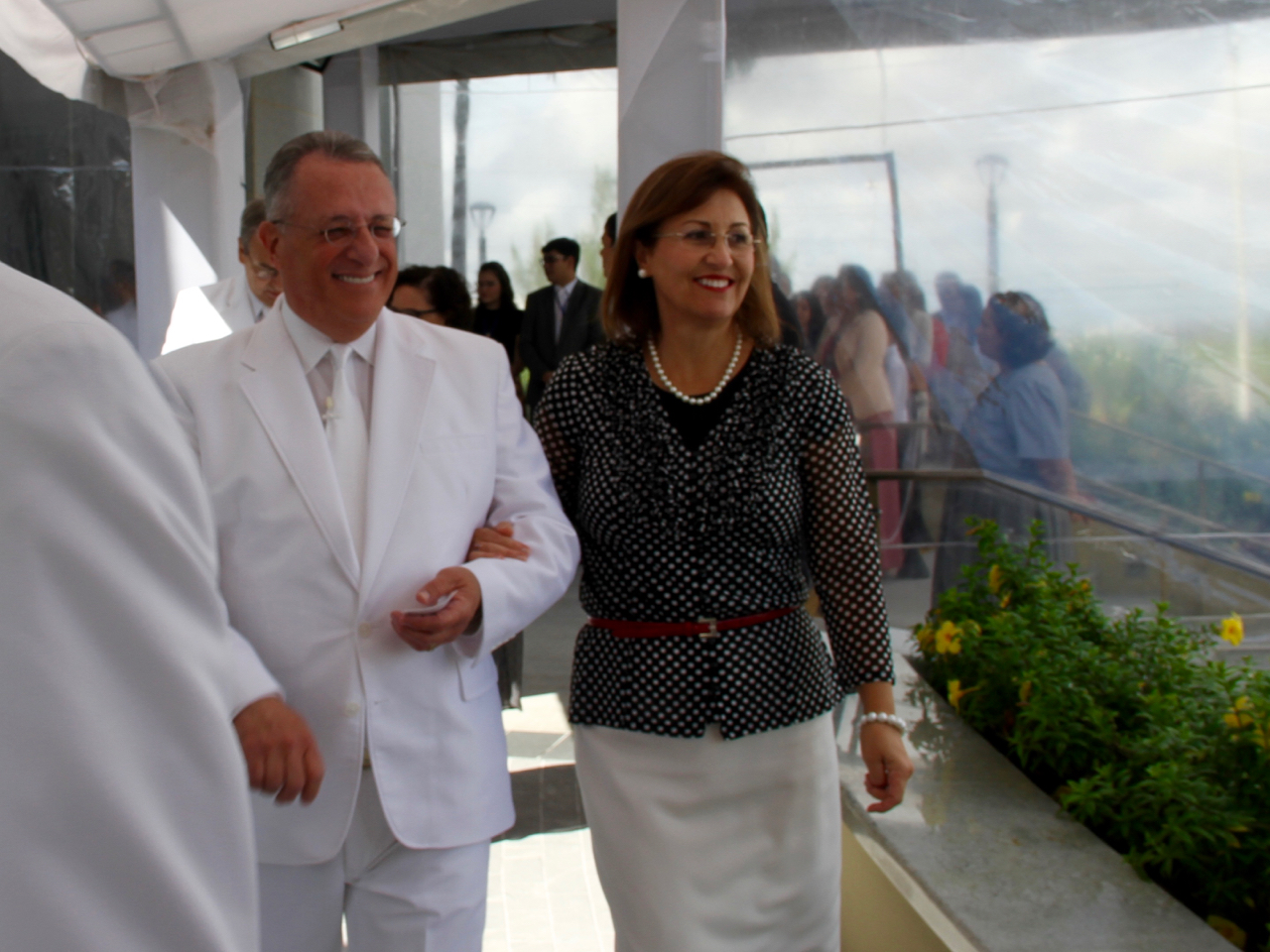 Elder Ulisses Soares of the Quorum of the Twelve Apostles and his wife, Sister Rosana Soares, acknowledge members as they arrive at cornerstone of the Fortaleza Brazil Temple on the morning of its dedication on June 2, 2019.