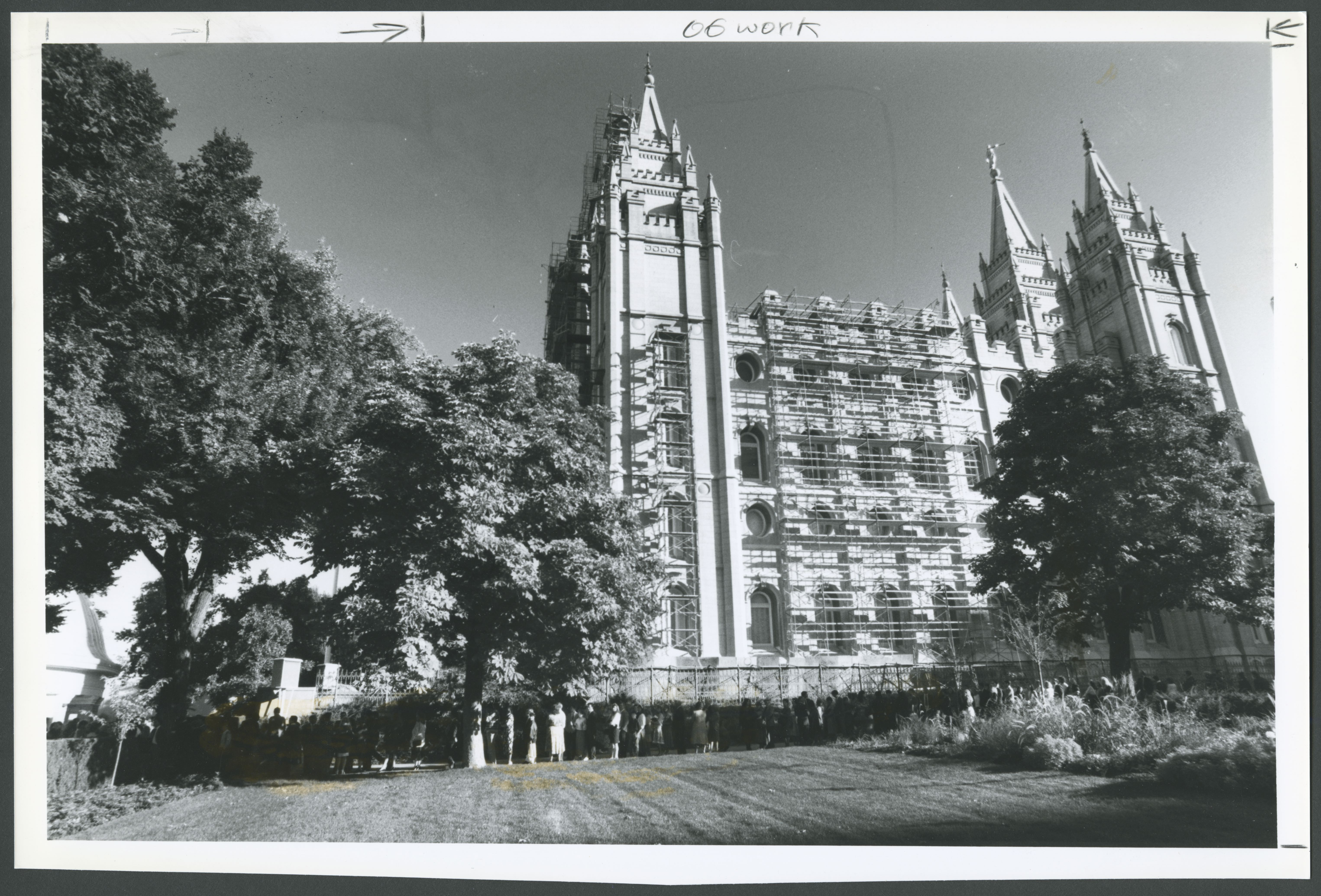 Scaffolding surrounds the Salt Lake Temple as Church members gather for general conference on Oct. 6, 1991.