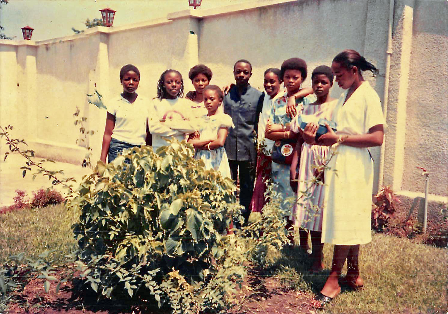 Young women of Liméte Banch in January 1987 in Zaire (now the Democratic Republic of the Congo).