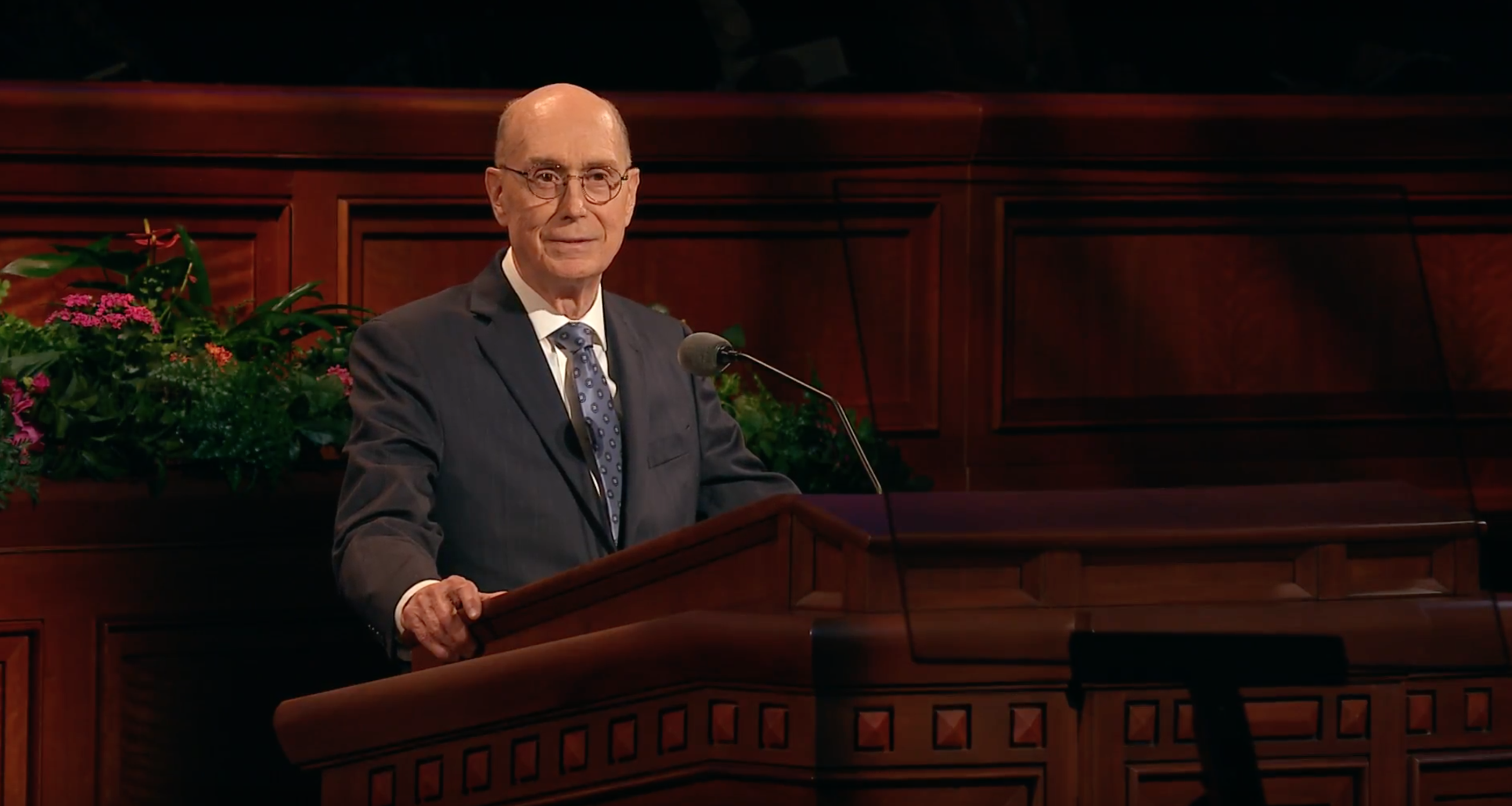 President Henry B. Eyring delivers an address during the October 2018 general women's session.
