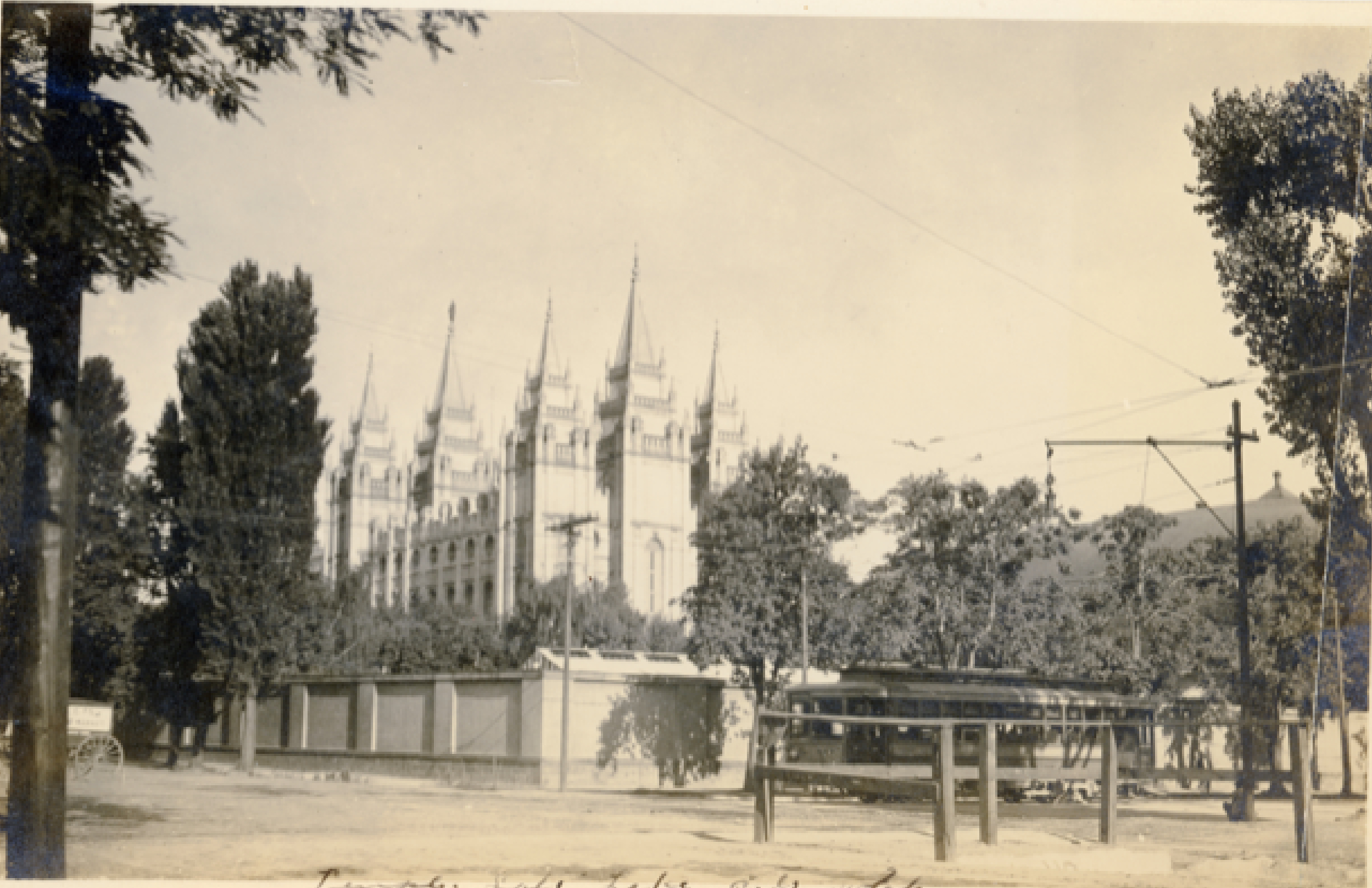 A view of the Salt Lake Temple in 1919.