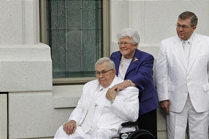 Elder Boyd K. Packer and his wife, Donna, and son Elder Allan F. Packer participate in the dedication of the Brigham City Utah Temple.