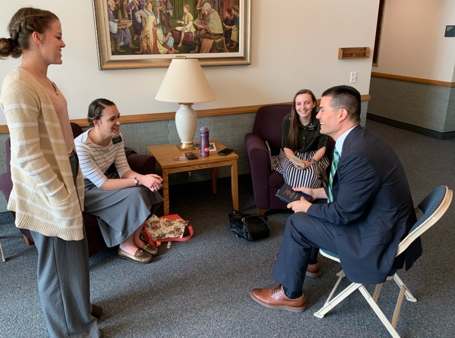 President Jeremy Guthrie enjoys conversing with sister missionaries from the Texas Houston South Mission. The mission president spent 15 years playing professional baseball.