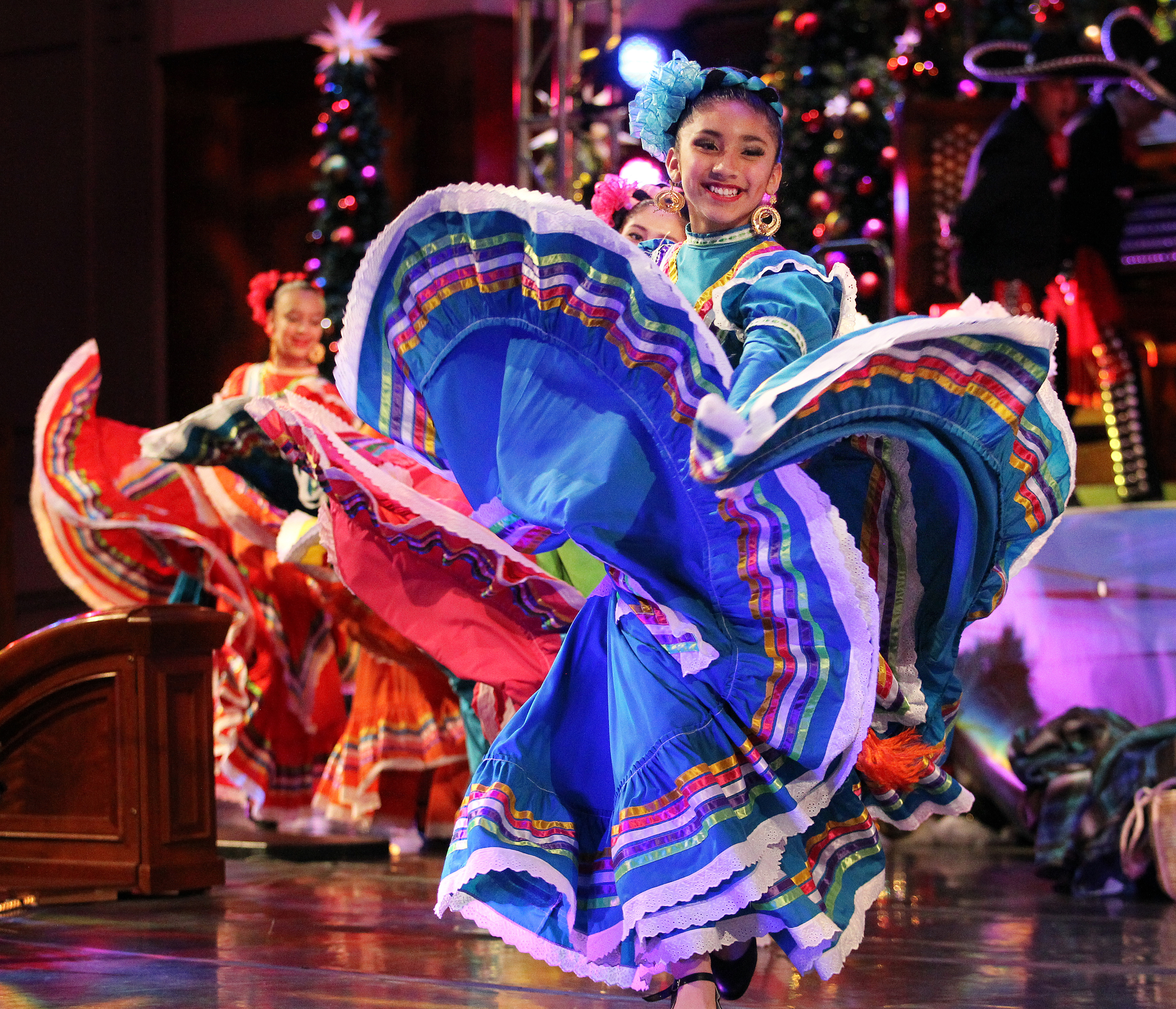 Christmas In Latin America.Luz De Las Naciones Celebrates Christmas Traditions Of