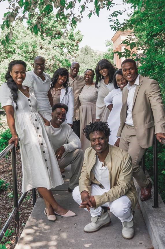 The Bonner Family consists of eight Bonner siblings and their parents, all vocalists, who perform and record together.