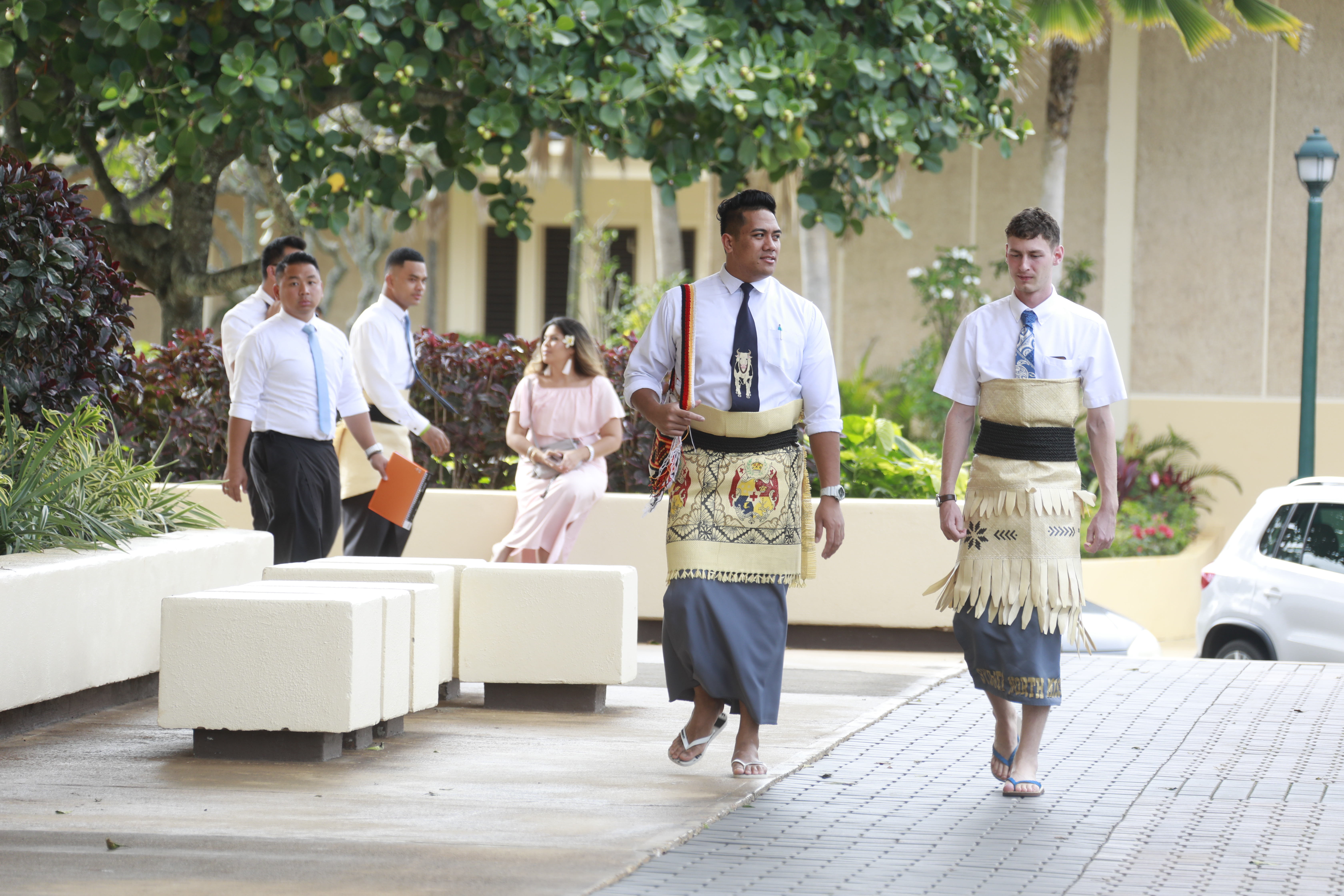 Young adults walk on the BYU Hawaii campus on their way to the worldwide devotional with Elder and Sister Renlund on Sunday, Jan. 13.