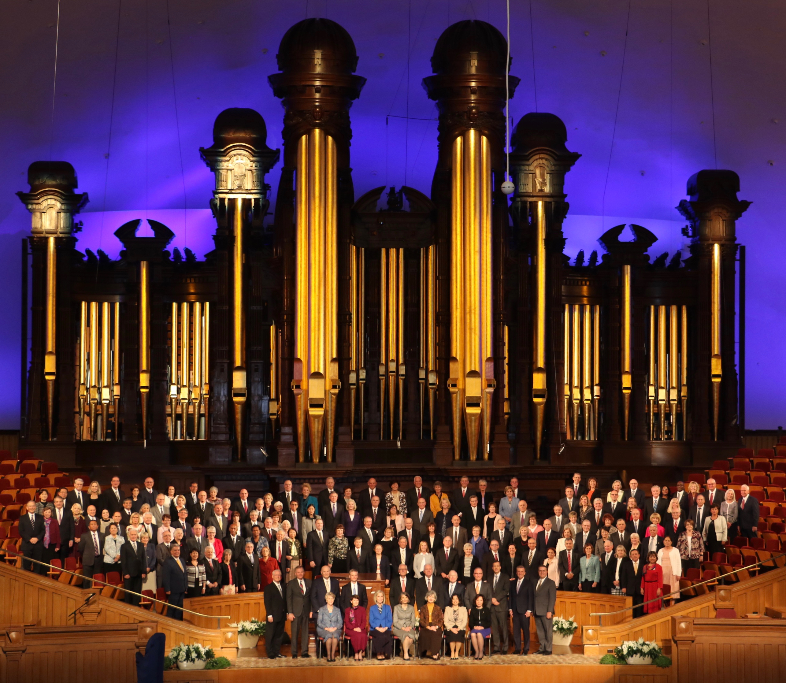 Joined by select members of the Quorum of the Twelve Apostles, General Authority Seventies, Temple Department leaders and their wives, the 69 couples attending the 2018 Seminar for New Temple Presidents and Matrons gather for a group photo in the Salt Lake Tabernacle.