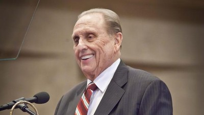 President Thomas S. Monson speaks to members of the Church of Jesus Christ of Latter-day Saints in Munich.