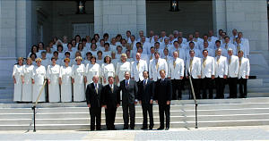 Mormon Tabernacle Choir on steps of the Nauvoo temple prior to practice June 27th, 2002. Gerry Avant photo (Submission date: 06/27/2002)