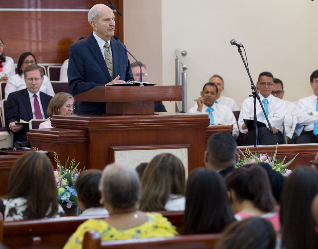 President Russell M. Nelson delivers his message and testimony in Spanish at Sept. 1. 2018, member devotional in Santo Domingo, Dominican Republic.