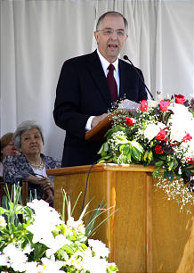 Elder Neil L. Andersen of the Quorum of the Twelve presides over the Cordoba Argentina Temple groundbreaking.