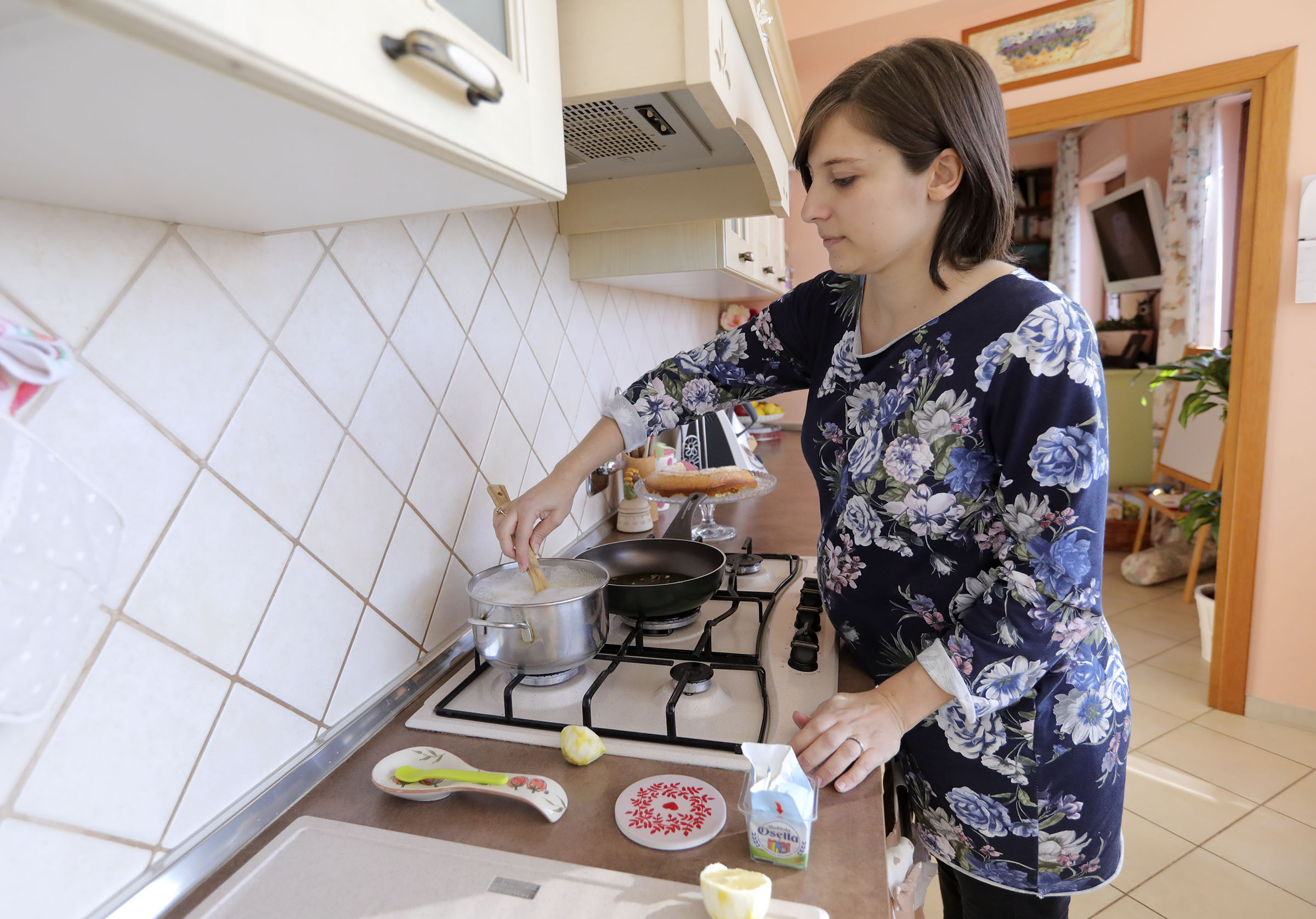 Norma Salerno cooks pasta at home in Rome, Italy, on Sunday, Nov. 18, 2018.