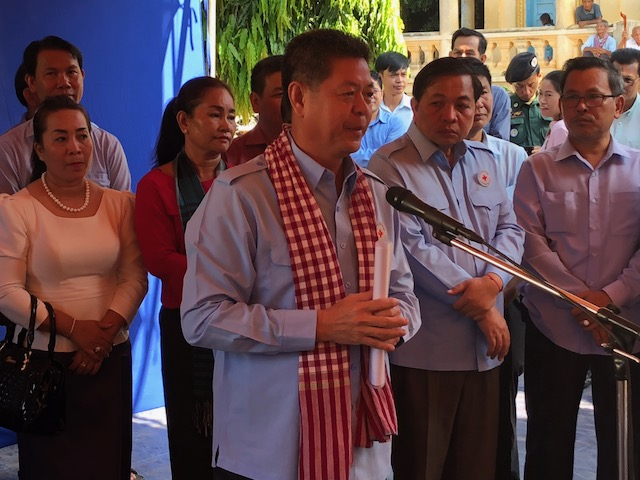 The governor of Kampong Cham spoke to the crowd in Maha Leap and formally thanked LDS Charities for their help to the residents affected by flooding.