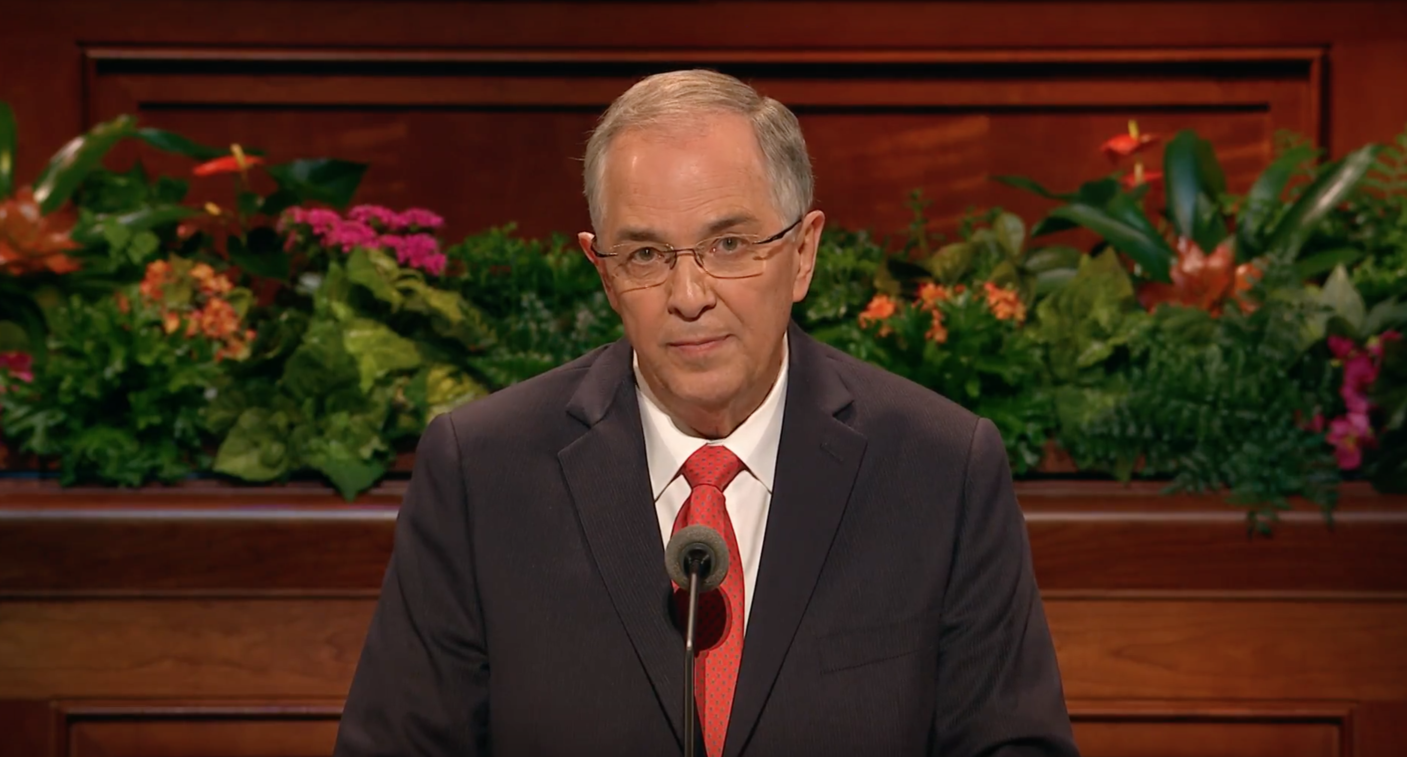 Elder Neil L. Andersen gives an address during the Sunday morning session of October 2018 general conference.