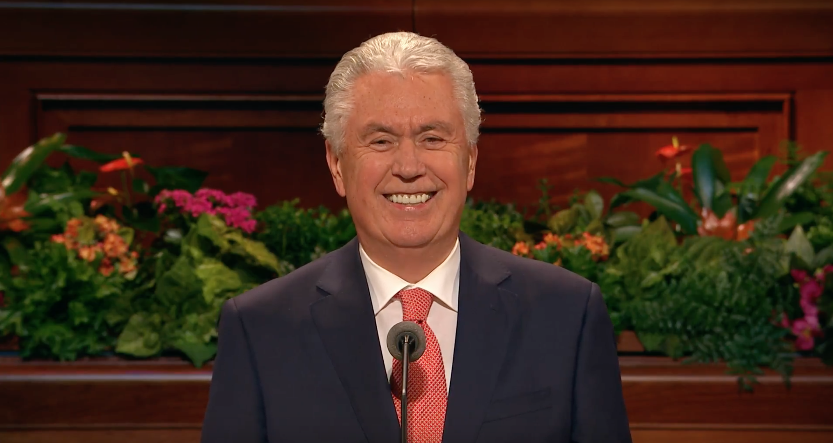 Elder Uchtdorf delivers his address during the Saturday afternoon session of October 2018 general conference.