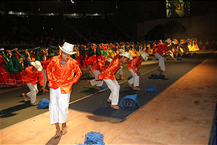 Young dancers don traditional costumes to perform folk dance that celebrates El Salvador's agrarian past. The Aug. 20 cultural event offered more than 3,000 youth an opportunity to dance together and make new friends.